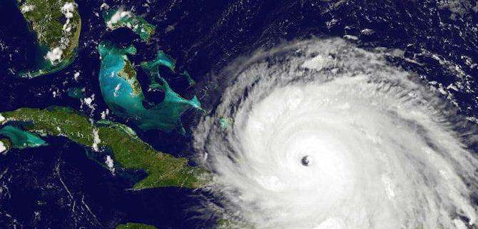 """Ураганът """"Офелия"""" достига Великобритания и Ирландия днес"""